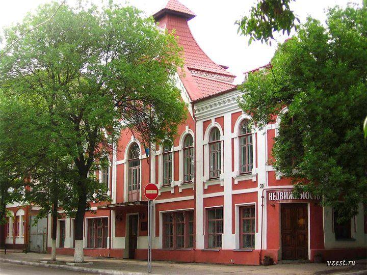 Агенство недвижимости в здании музея