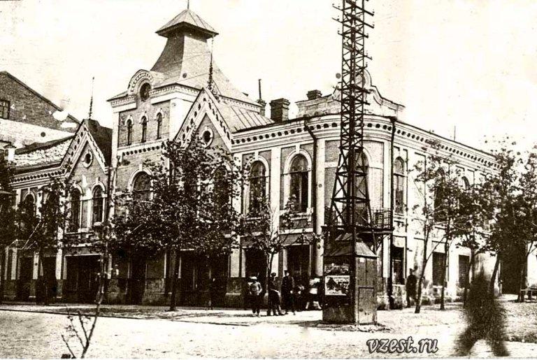 Городская Управа в Луганске (строительный техникум) 1932 г.