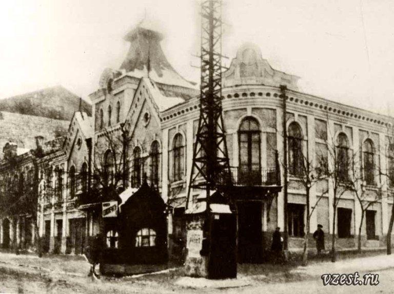 Городская Управа в Луганске (строительный техникум) 1933 г.