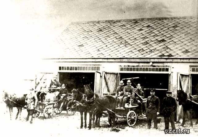 Пожарная команда возле управы Луганск 1920-25 г..