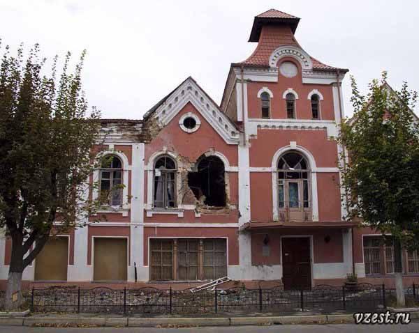 Разрушения музея истории Луганска 2014 2