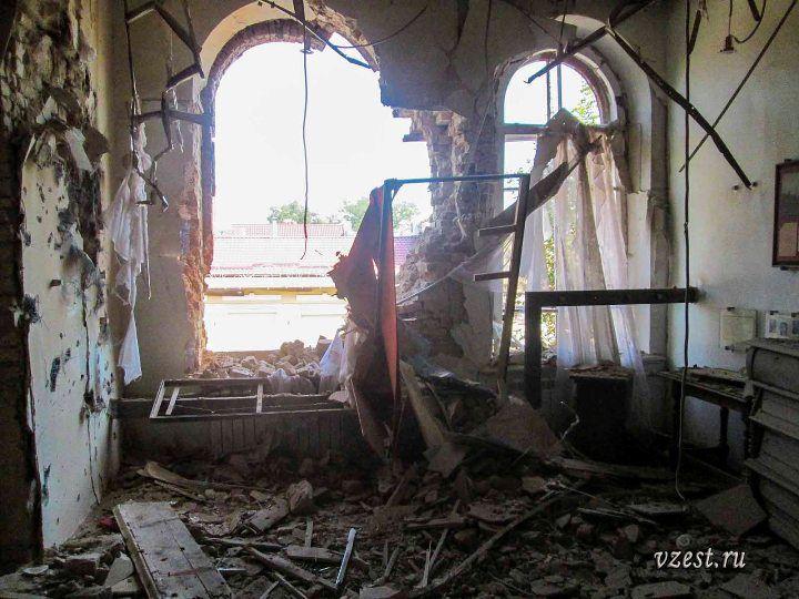 Разрушения музея истории Луганска 2014 4