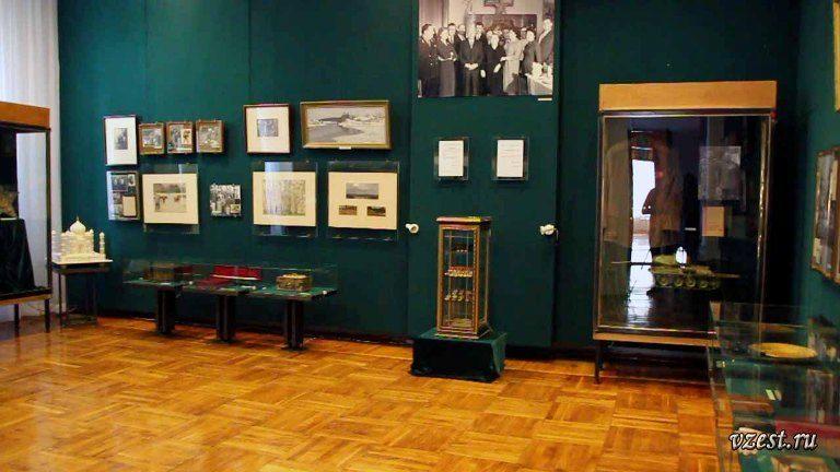 Зал ворошилова в Луганском музее