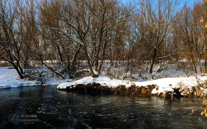 Зима река.